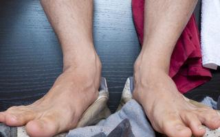 Применение талька от потливости ног