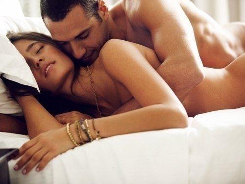 мужик с бабой в кровате