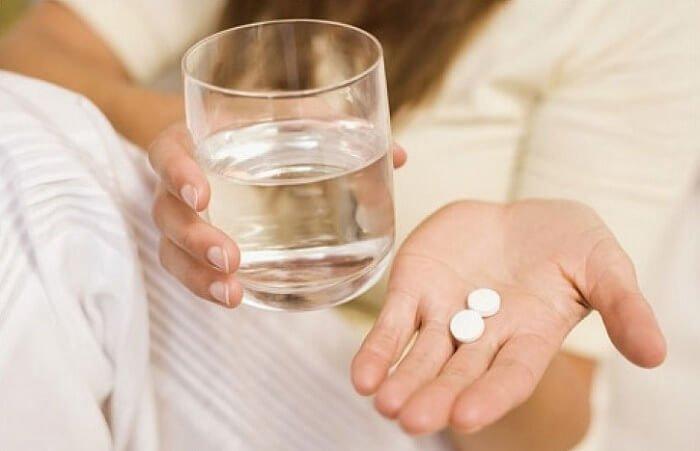 запивать таблетки водой