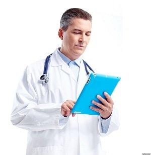 врач анализирует