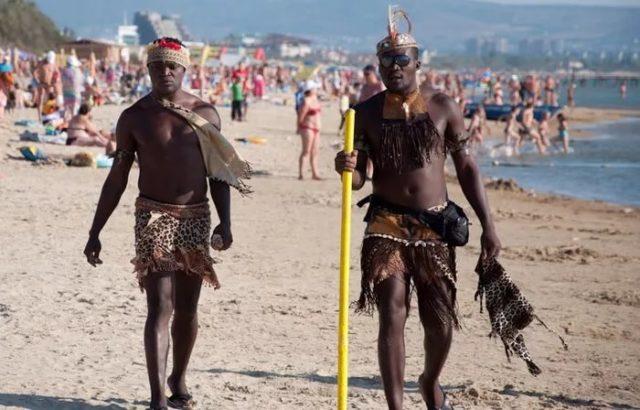 полуголый африканцы