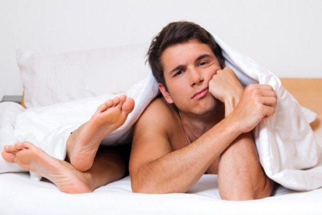 мужчине скучно в постеле