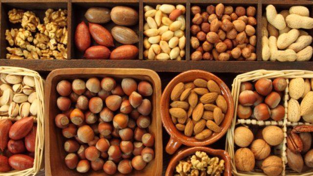 Грецкие орехи и сметана для потенции