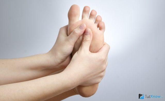 Как использовать порошок борной кислоты против неприятного запаха потливости и грибка ног