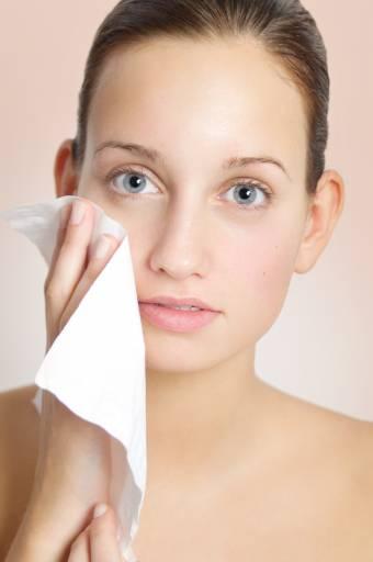 Очищение лица мужчин: что делать с жирной кожей, как избавиться от прыщей парню, почему жирное лицо и правильный уход